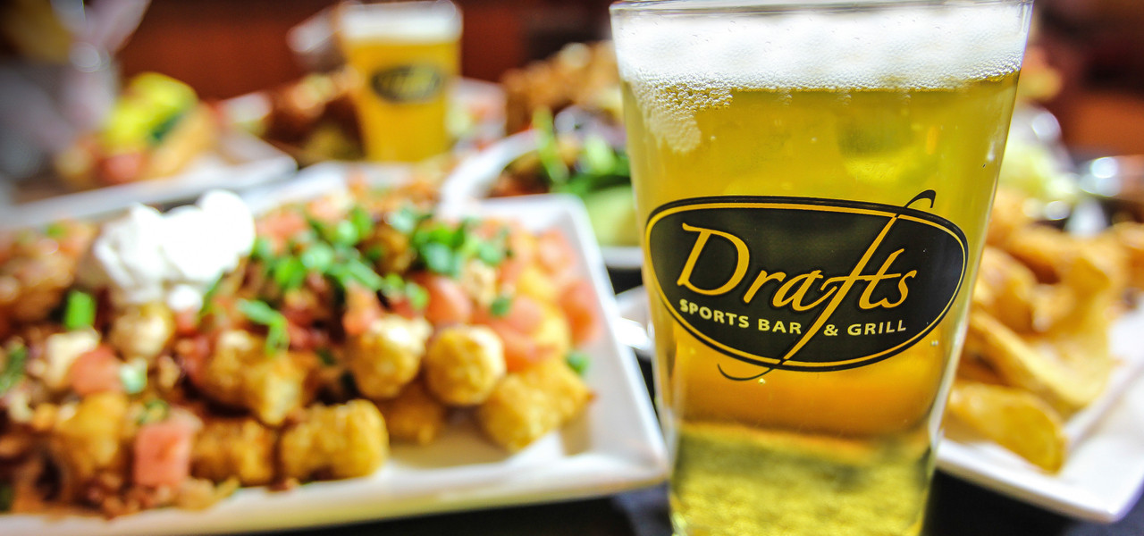Drafts Sports Bar & Grill for good burgers, beers and more at great prices | Westgate Myrtle Beach Oceanfront Resort