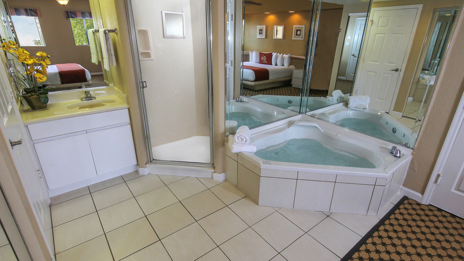 Bath in One-Bedroom Villa at our hotel villas in Orlando Florida | Westgate Towers Resort | Westgate Resorts