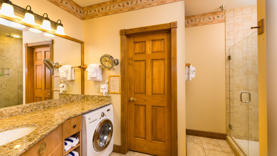 5 Bedroom Suites at Our Gatlinburg Resort near the Smoky Mountains | Spacious Bathroom
