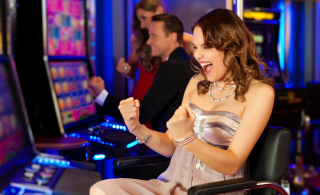 Rewards Program at our Las Vegas Hotel and Casino | Woman at Slot Machine