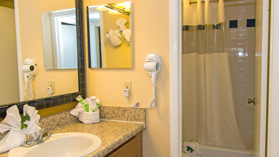 Bathroom in 1 Bedroom Villa at one of our leisure hotels near Seaworld Orlando FL | Westgate Leisure Resort | Westgate Resorts