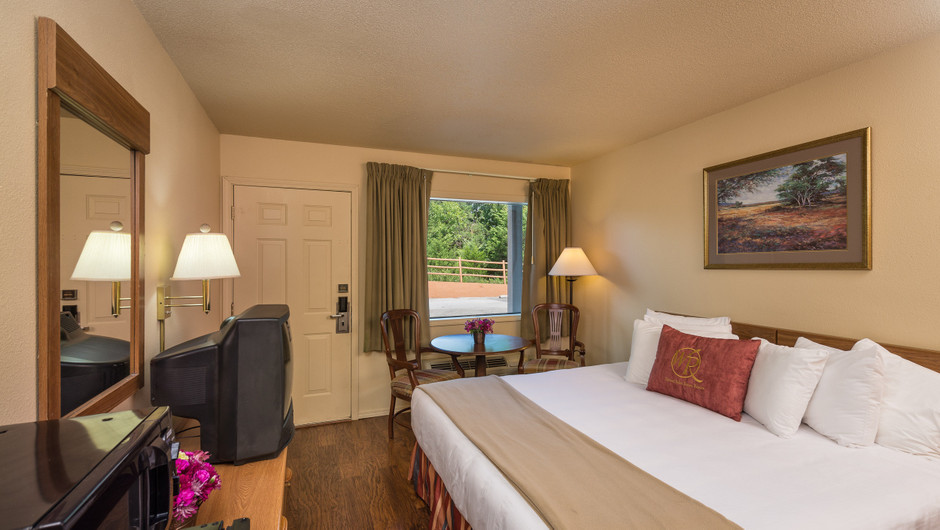 Traditional King Guestroom | Westgate Branson Woods Resort | Westgate Resorts