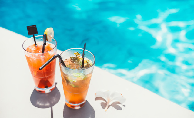 Drinks at Our Pool Bars Near International Drive | Drafts Pool Bar at Westgate Palace Resort | Pool Bars in Orlando Florida 32819