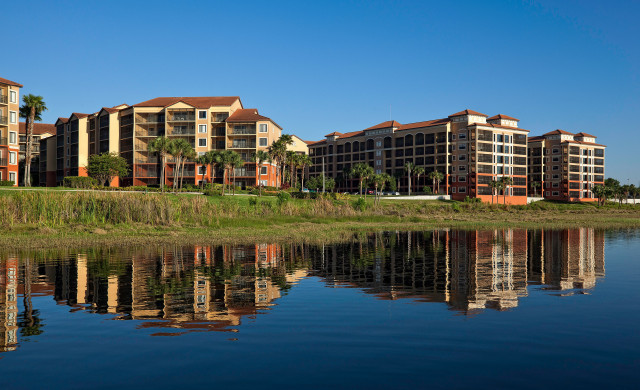 Orlando Hotel Wedding Deals - A Lakeside Reception Hall For Orlando Weddings