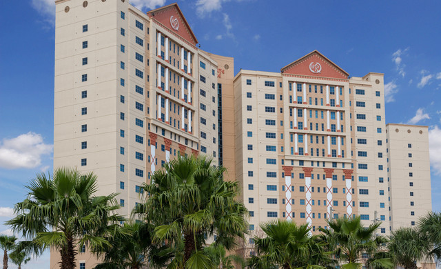 Westgate Palace Resort is an amazing two-tower, lakeside hotel that lies just off world-famous International Drive and within walking distance of more than 200 specialty shops and family-friendly restaurants in Orlando, Florida.