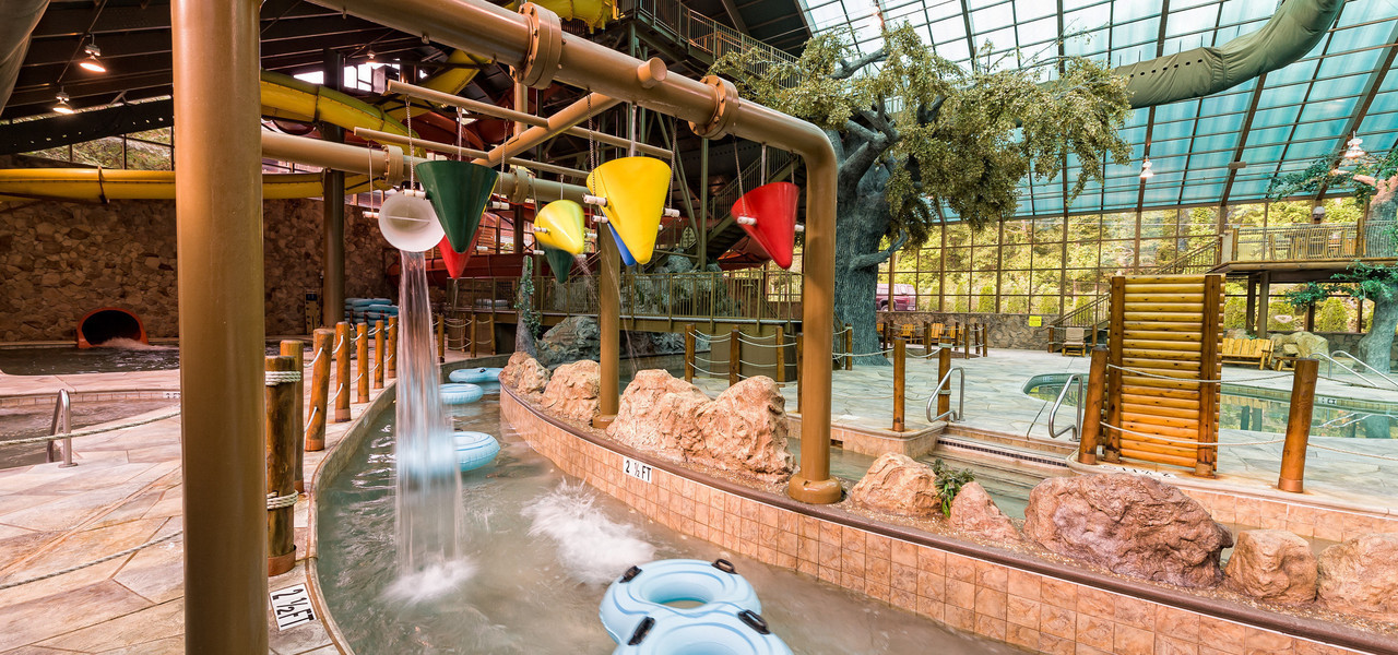 Indoor Gatlinburg Waterpark near the Smoky Mountains | Lazy River