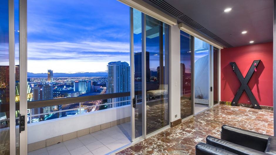 Balcony with city views - Westgate Las Vegas