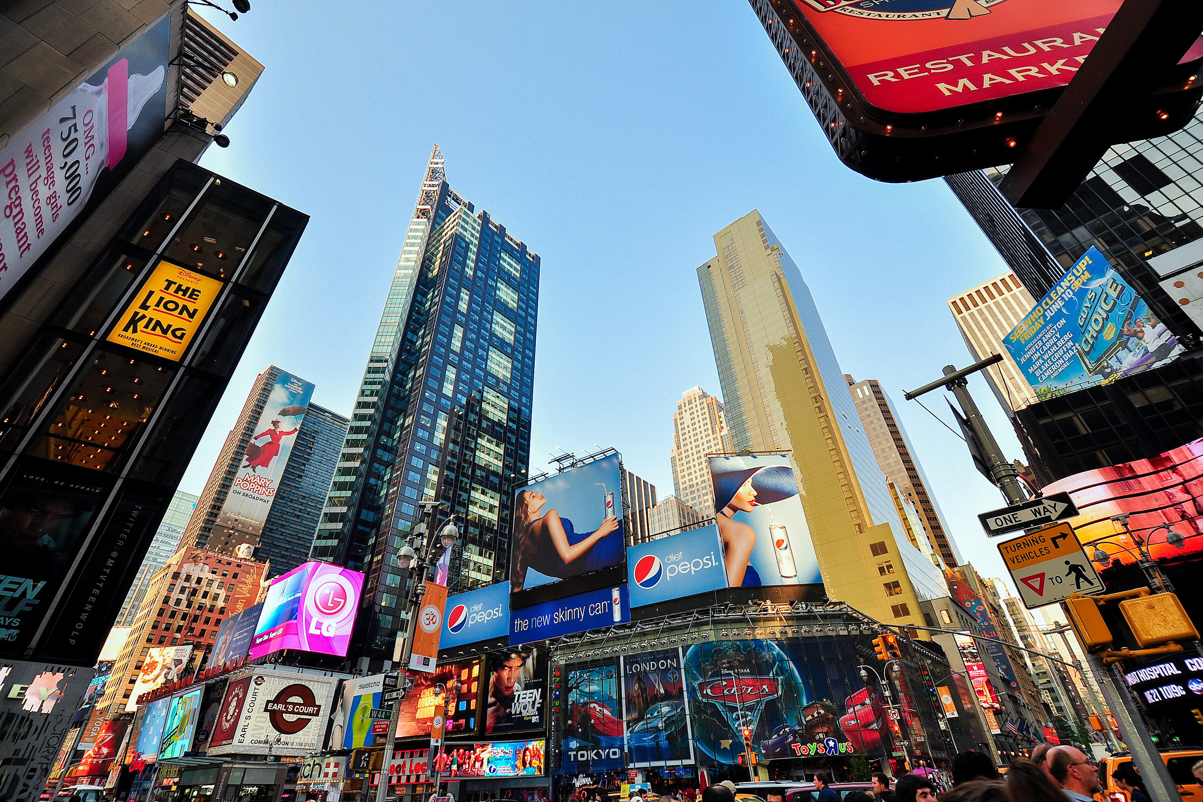 The Perfect Hotel On Parade Routes In NYC! | Times Square
