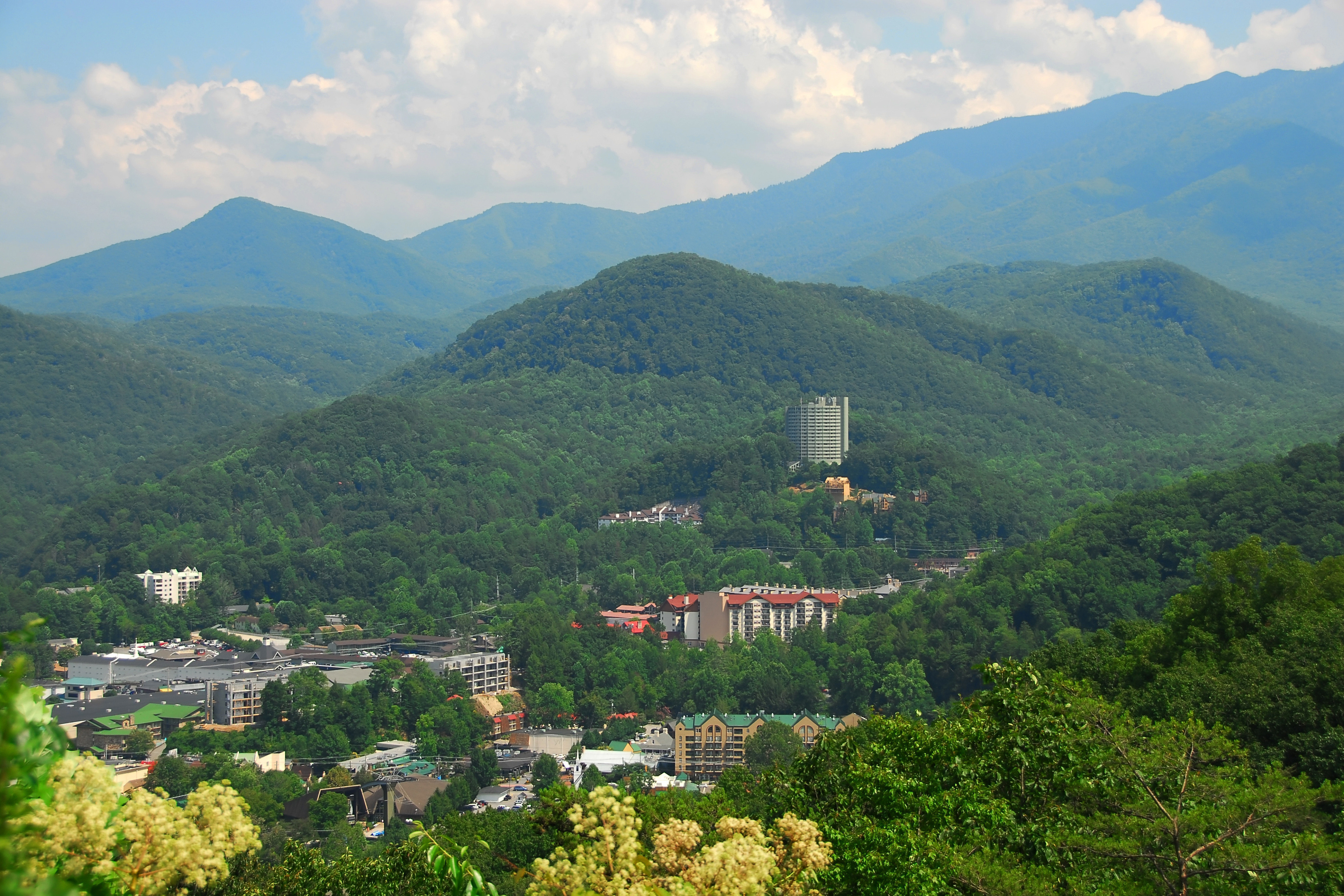Discover great Smoky Mountain family vacation packages in Gatlinburg Tennessee with a 4-day/3-night stay at Westgate River Terrace Resort in downtown Gatlinburg close to the heart of the Smoky Mountains.  Enjoy spacious, comfortable accommodations and receive $50 for dining with this top family vacation package!