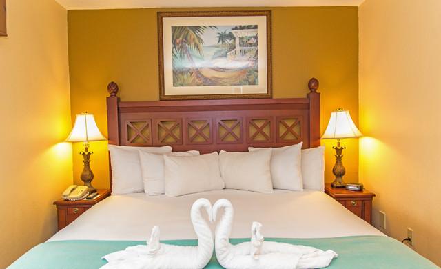 Orlando Hotel Florida Resident Discounts Near Sea World | Villa Bedroom