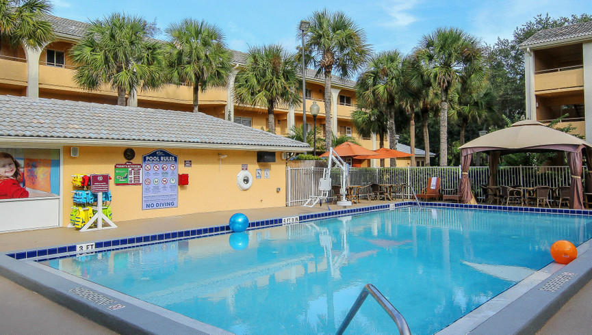 Hotel in Orlando, FL 32821 | Outdoor Pool