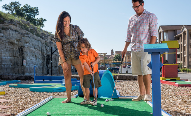 Overview Branson Table Rock Lake Resort at Emerald Pointe | Family Playing Mini Golf