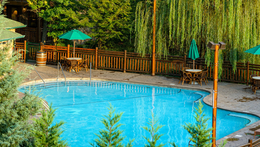 Gatlinburg Resort near the Smoky Mountains | Outdoor Pool