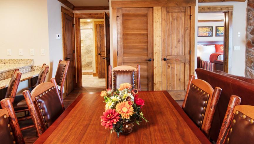 Gatlinburg Resort near the Smoky Mountains   Dining Area