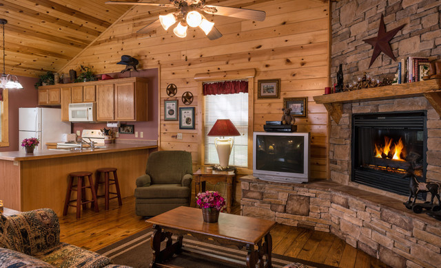 Branson Hotel near Roark Valley Road | Spacious Accommodations with Fireplace