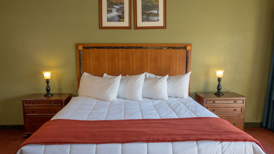 King size bed - River Terrace Resort