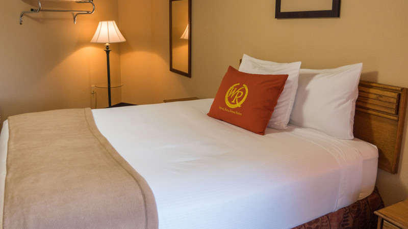Accommodation Option -   queen-poolside-guestroom