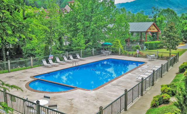 Heated Outdoor pools and spa tubs let you unwind while enjoying the wooded splendor in Gatlinburg, TN after a busy day in downtown, or hiking through Smoky Mountains National Park.