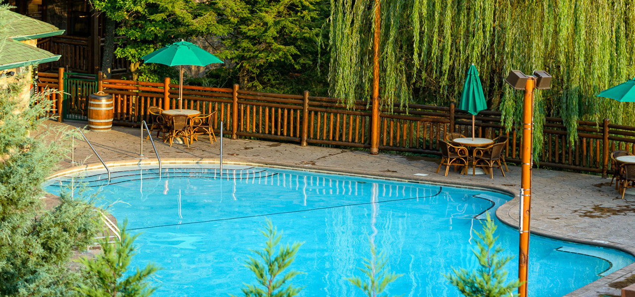 Heated Outdoor pools and spa tubs let you unwind while enjoying the wooded splendor in Gatlinburg, TN after a busy day in downtown, at Dollywood, or hiking through Smoky Mountains National Park.