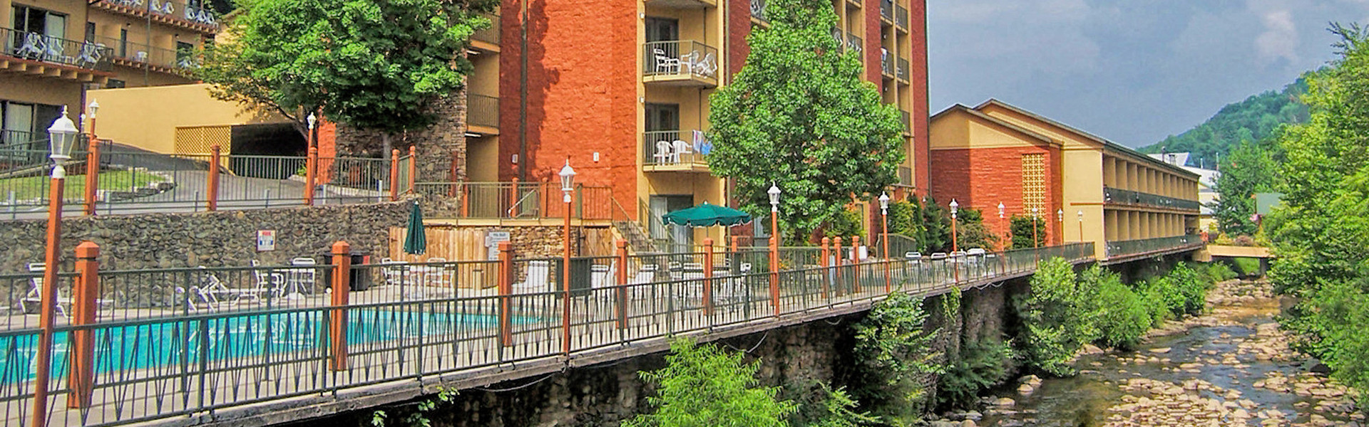 Heated Outdoor pools and spa tubs let you relax and unwind while enjoying the wooded splendor in Gatlinburg, TN after a busy day in downtown, or hiking through the Great Smoky Mountains National Park.