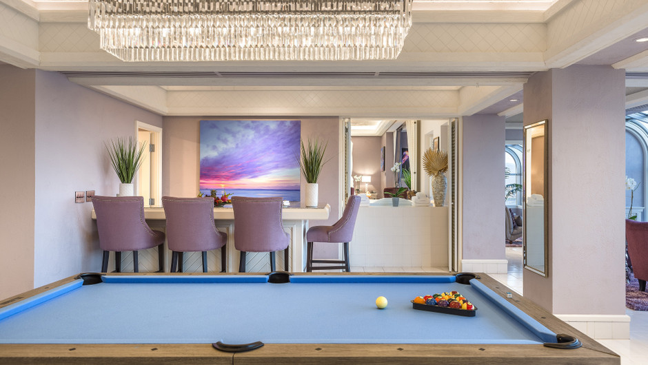 Living Area with billiards table and bar in the Bahamas Suite - Westgate Las Vegas Resort & Casino