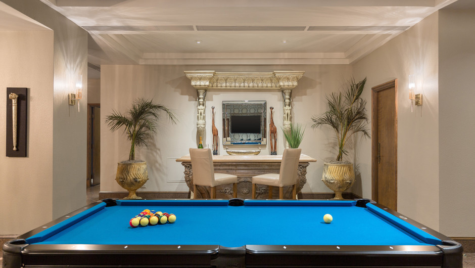 Billiards table and bar in the Gold Coast Suite - Westgate Las Vegas Resort & Casino