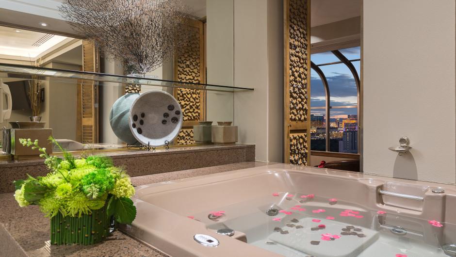 Hot tub in the Gold Coast Suite - Westgate Las Vegas Resort & Casino