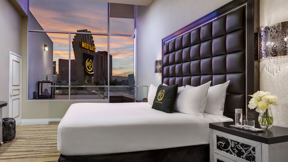 Relax in a signature split-level parlour accommodation as you dive in to your vacation at Westgate Las Vegas Resort & Casino. Sit back in a Chaise Lounge only steps away from our glamorously appointed pool.