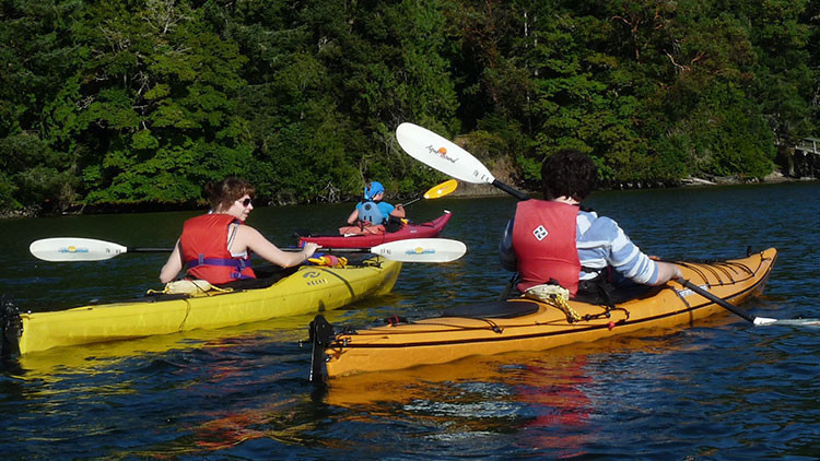 Kayaking As a Small Group Planned Event Retreat | Planner Perks: The 10 Best Team Meeting Activities for Small Groups | Meeting Planner Tips | Westgate Groups & Meetings