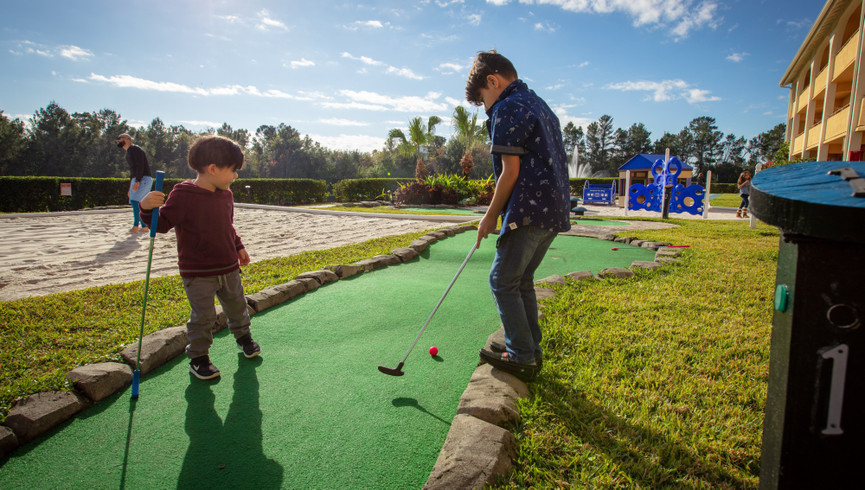 Enjoy a family game of mini golf at an Orlando Resort Hotel near Seaworld Theme Park | Westgate Leisure Resort