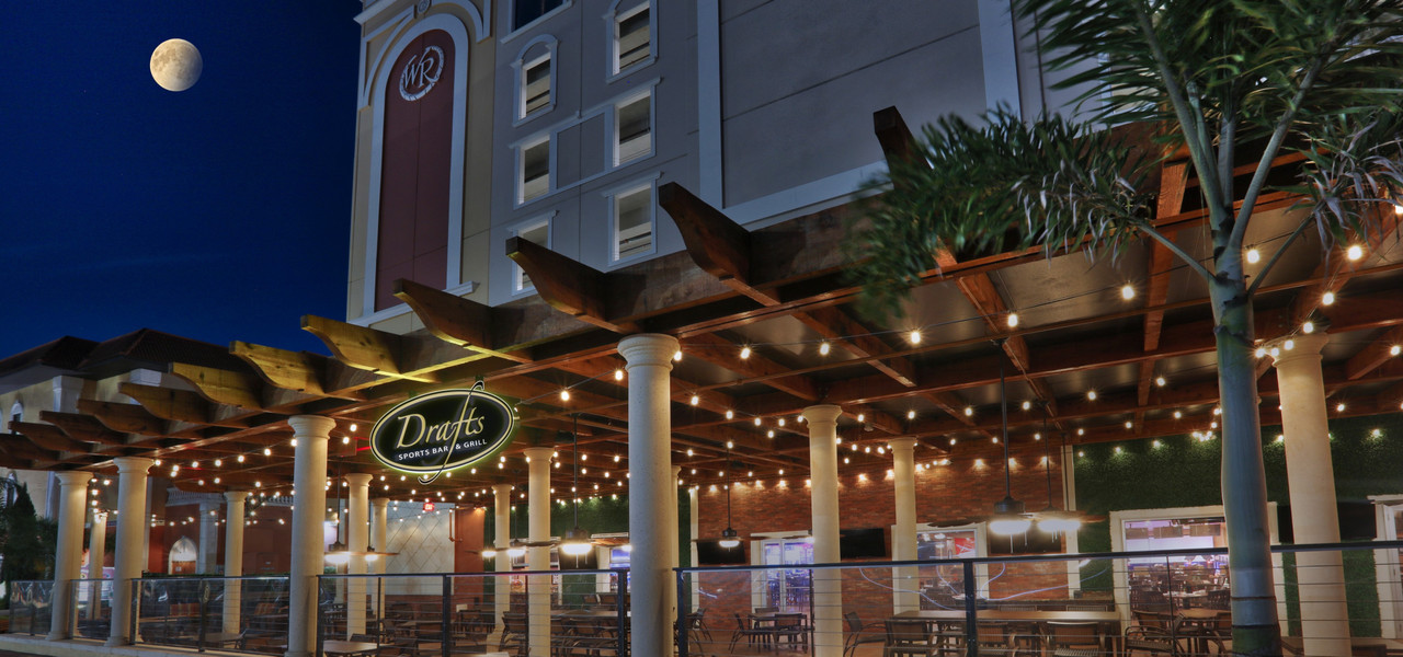 Sports bar with delicious food in Orlando FL | Drafts Sports Bar & Grill