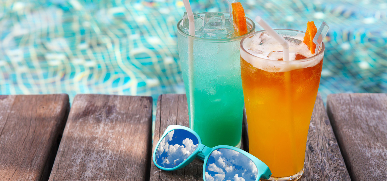 Relax and unwind with your favorite cocktail at the Mountain Top Pool Bar. Lounge by the pool and treat yourself to one of our signature drinks, draft beer selections or sodas.