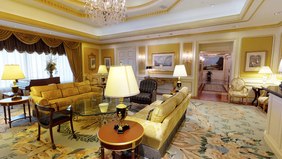Living room area in the Ambassador Villa - Westgate Las Vegas Resort & Casino