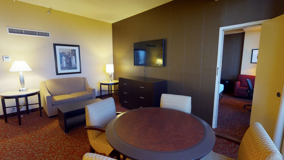 Find intimate space with all the comforts of home in an economical 575 square feet in the Central Tower Parlors at Westgate Las Vegas Resort & Casino.