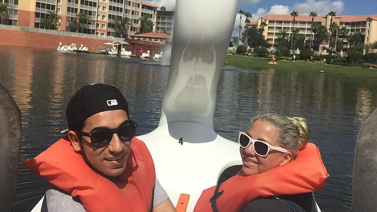 Summer Selfie Captions | Summer Selfie Ideas | The Swan Boat Selfie