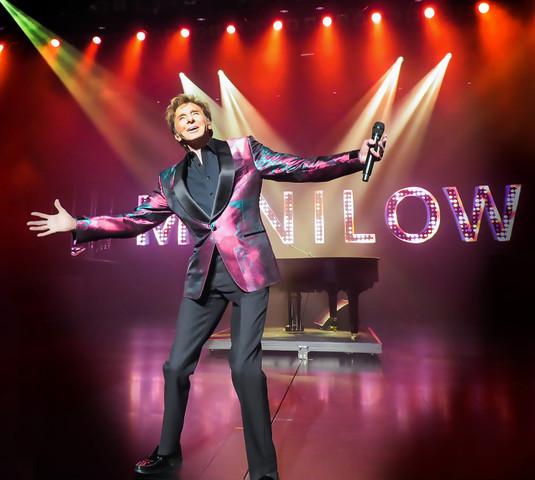 Manilow Las Vegas The Hits Come Home | Westgate Las Vegas Resort & Casino