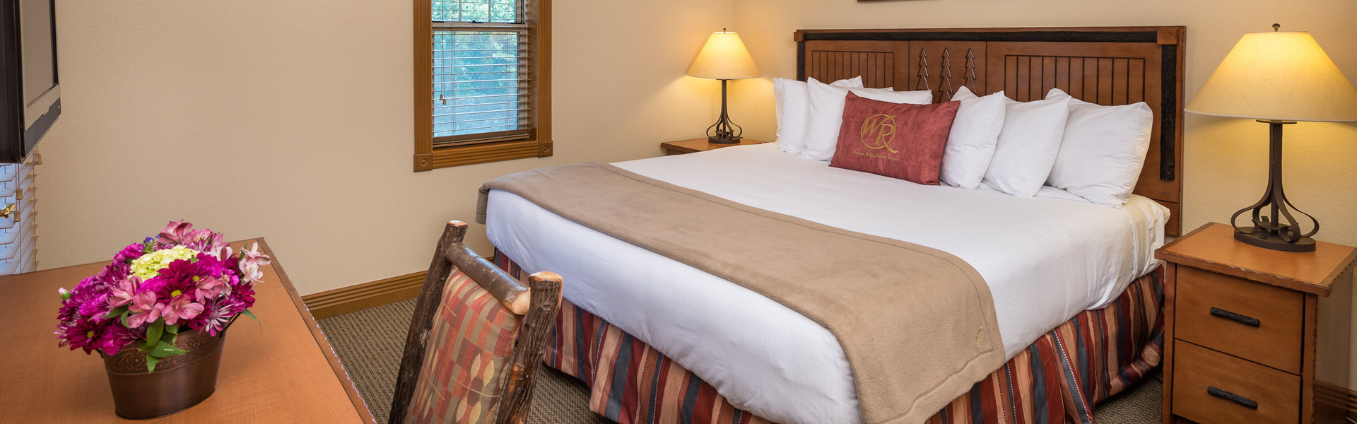 Rooms and Cabins at our Branson Hotel near Roark Valley Road   King Bed Room