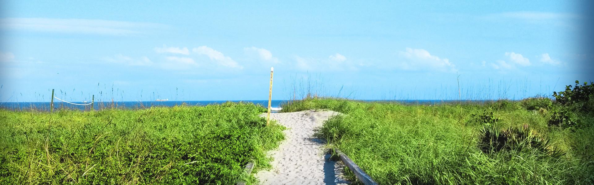 Cheap Cocoa Beach Hotel Deals near Cocoa Beach and Westgate Cocoa Beach Pier   Trail