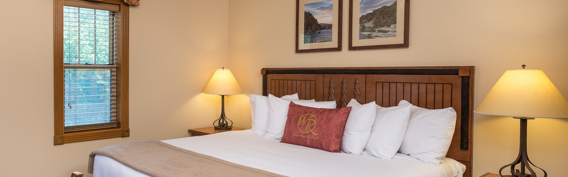 Rooms and Cabins at our Branson Hotel near Roark Valley Road | King Bed Room