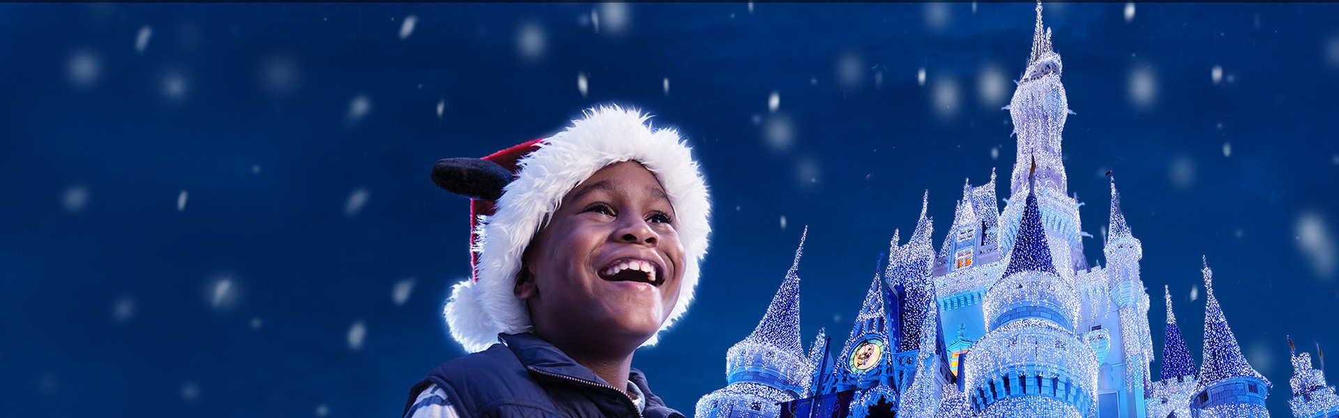 Hotel For Mickey's Very Merry Christmas Party - Child in front of Cinderella's Castle