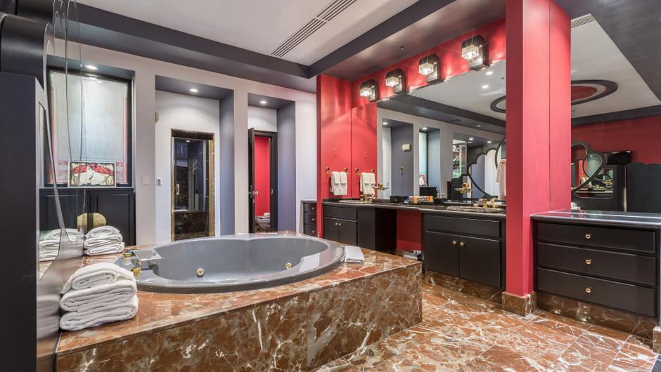 Hot Tub in The Bedroom - Westgate Las Vegas Resort & Casino