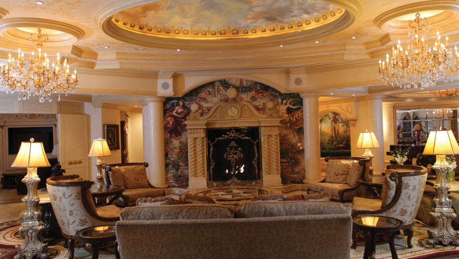 Living room in the Verona Sky Suite - Westgate Las Vegas Resort & Casino