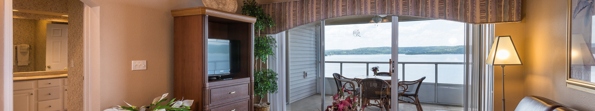 1 Bedroom Villa Suites at our Branson Resort | Living Area in One-Bedroom Deluxe