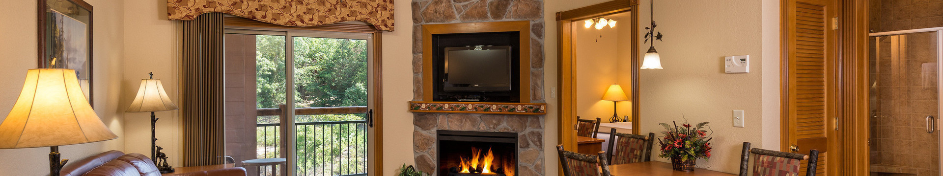 1 Bedroom Villa Suites at our Branson Hotel near Roark Valley Road | Accommodations Suites Fireplace