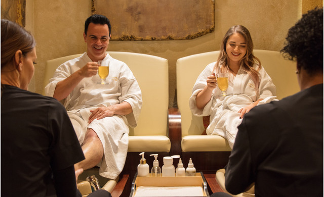 Couple drinking tea at a spa - Westgate Lakes Resort