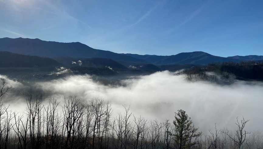Gatlinburg Resort near the Smoky Mountains | Mountains with Morning Fog