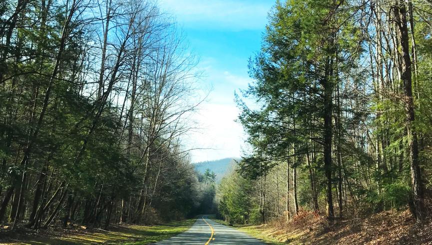 Scenic road in Gatlinburg - Westgate Smoky Mountain Resort