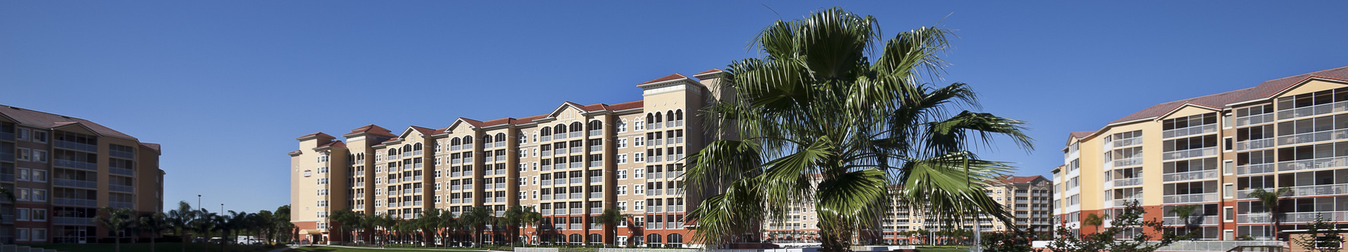 Kissimmee Hotel Deals & Specials | Exterior of Main Lobby