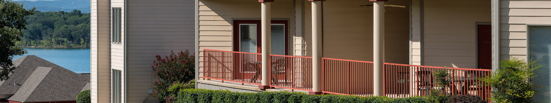 Accommodations for Branson Table Rock Lake resort at Emerald Pointe | Villa Living Area & Balcony