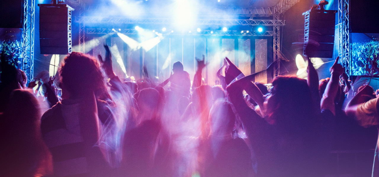 Concert Event Discount Hotel Rates Near Orlando Florida | People dancing